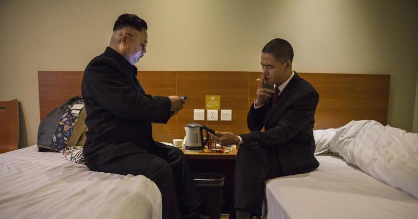 Gry Simplicity Games mają rozruszać nawet najsztywniejsze towarzystwo. Na zdjęciu aktorzy imitujący Kim Dzong Una i Baracka Obamę