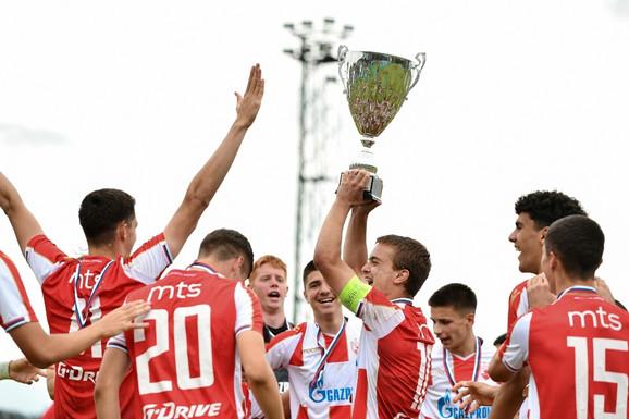 KUP PRIJATELJSTVA: Zvezda šampion i sećanje na neke prošle dane u klasiku sa Dinamom