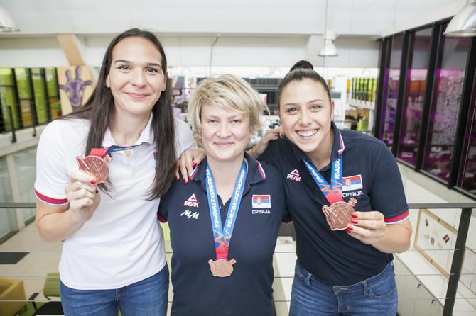 Sonja, Marina i Saša: jedna uz drugu