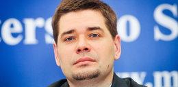 Minister Tuska nosi habit?