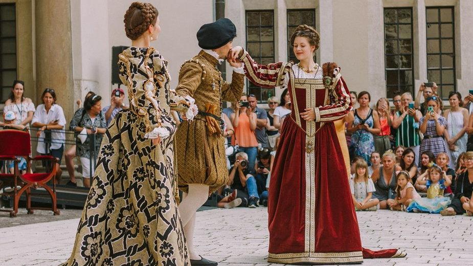 Pokaz mody renesansowej