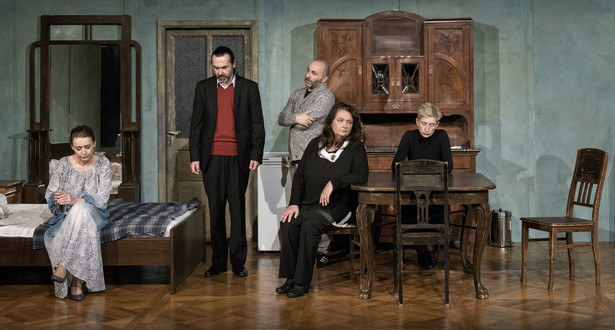 """""""Płatonow"""" Czechowa w krakowskim Starym Teatrze, fot. Magda Hueckel"""