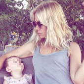 PRVO DETE U PETOJ DECENIJI Naša glumica rodila ćerku, a svima koje je to zaprepastilo ovako je ODBRUSILA (VIDEO)