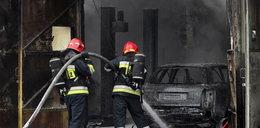Garaże w ogniu! Samochody zniszczone