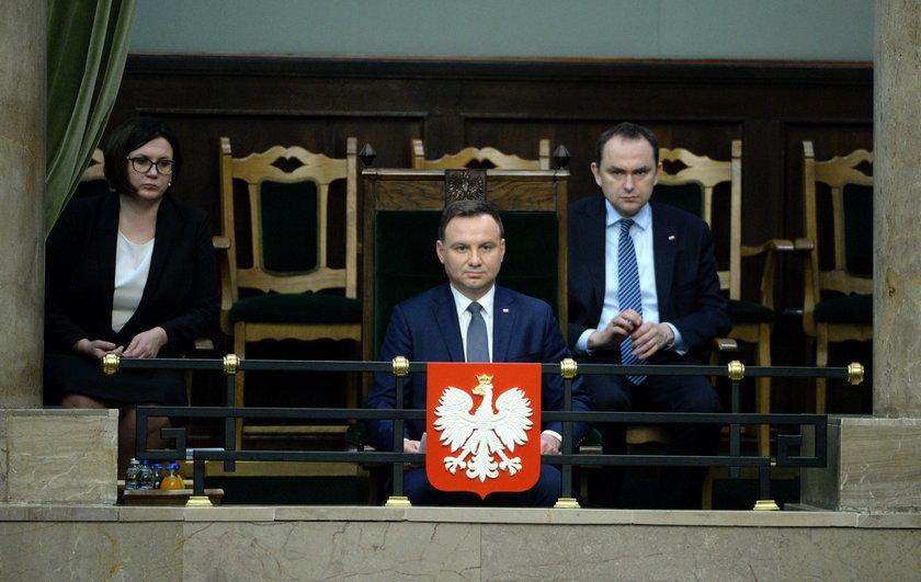 Co się stało z dworem Andrzeja Dudy?