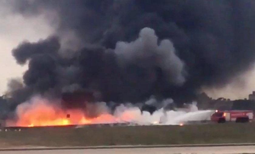 Samolot stanął w płomieniach podczas kołowania