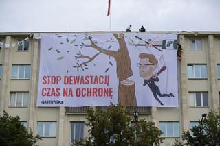 Zakończono protest Greenpeace na gmachu Ministerstwa Środowiska; 15 osób zatrzymanych