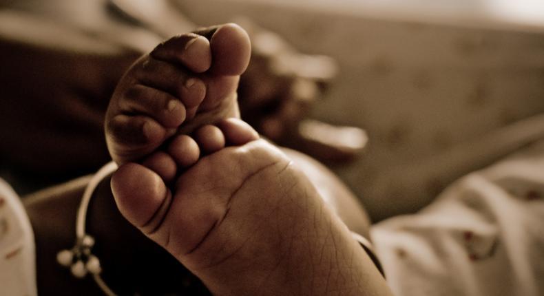 Teenage girls strangles her 3-weeks-old baby