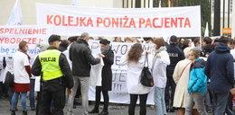 Kolejni lekarze protestują. Tym razem przed Ministerstwem Zdrowia