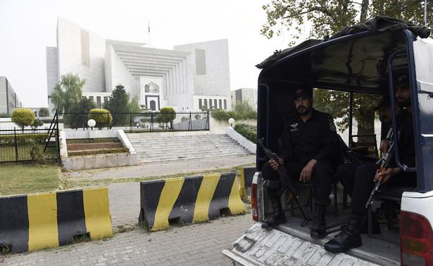 Siły bezpieczeństwa Pakistanu ochraniają budynek Sądu Najwyższego