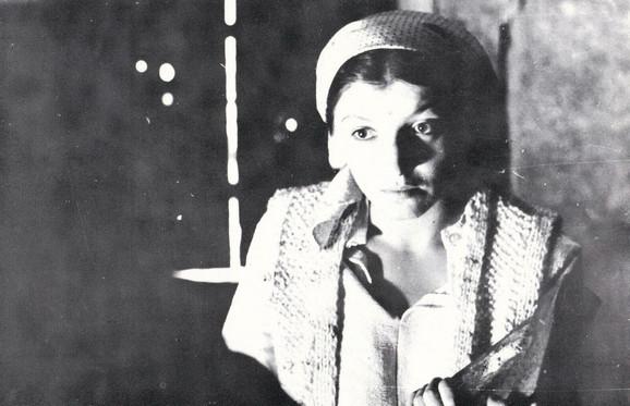 Mirjana Karanović kao Petrija