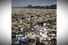 YT_plastika_pliva_po_okeanu_vesti_blic_safe