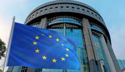 Unijny komisarz: Zatwierdzenie KPO Polski i Węgier nie jest obecnie możliwe