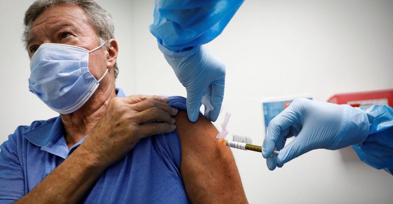 Jak wygląda przebieg szczepienia na COVID-19?