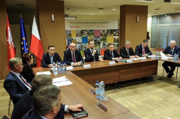 """Prezes PSL Władysław Kosiniak-Kamysz zapewnił, że ruch """"będzie robił wszystko, żeby nie dopuścić do dalszej dewastacji samorządu, żeby nie dopuścić do rozbioru naszych małych ojczyzn"""""""
