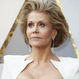 Oscary 2018. Posągowa Jane Fonda w białej sukni. Jak wygląda?