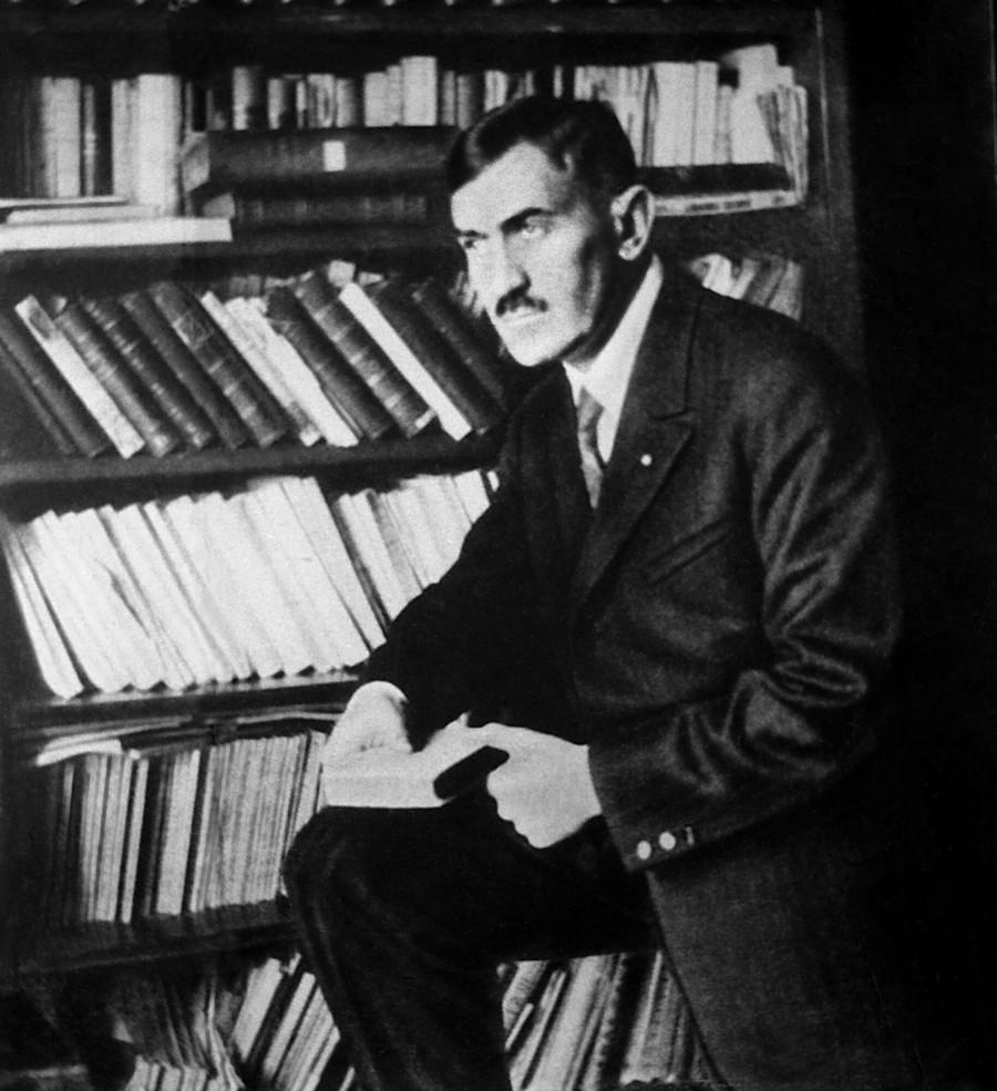 Tadeusz Boy-Zelenski w swej pracowni przy ulicy Smolnej w 1927. Fot. Zbiory D.B. Lomaczewska / East News
