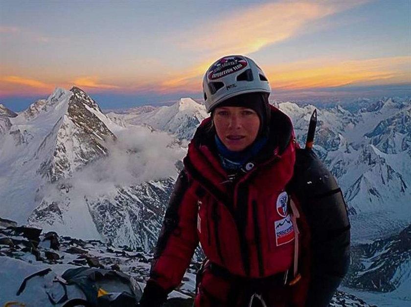 Piękna alpinistka atakuje ośmiotysięcznik
