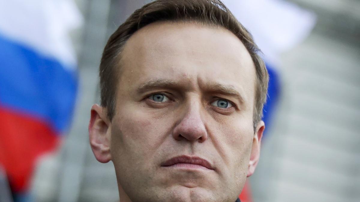 Navalnij már felállt: új fotóval jelentkezett Putyin ellenfele