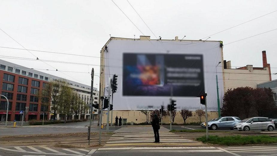 Poznań walczy z reklamami. Kolejne nielegalne nośniki znikająz miasta!