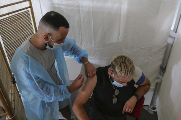Potpuno vakcinisani iz EU i SAD u Britaniju bez karantina