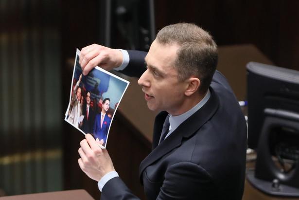 """Cezary Tomczyk (PO) ocenił, że podkomisja smoleńska traktowana jest jako """"dojna krowa, jako źródło finansowania"""" jej członków."""