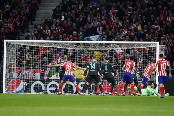 Gužva u kaznenom prostoru koja je prethodila golu Atletiko Madrida
