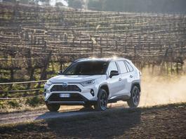 Nowa Toyota RAV4 - jak jeździ wersja hybrydowa? | TEST