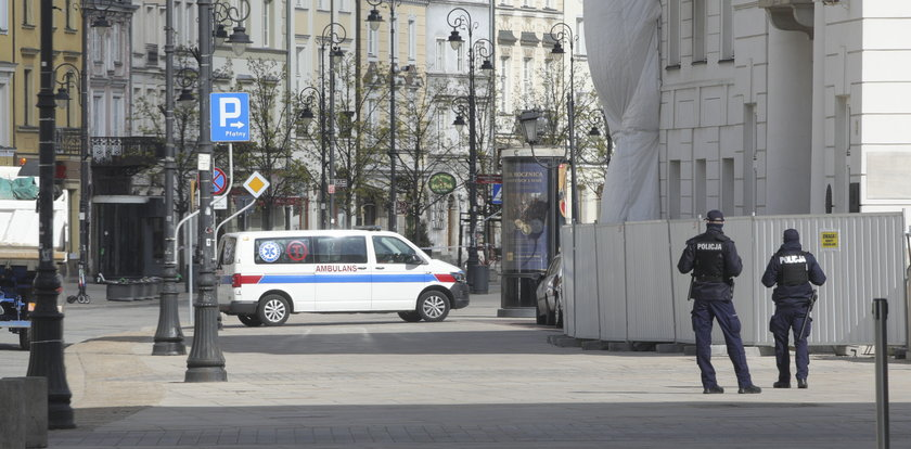 Andrzej Duda przyjął szczepionkę w pracy? Do Pałacu Prezydenckiego przyjechał bus z lodówkami