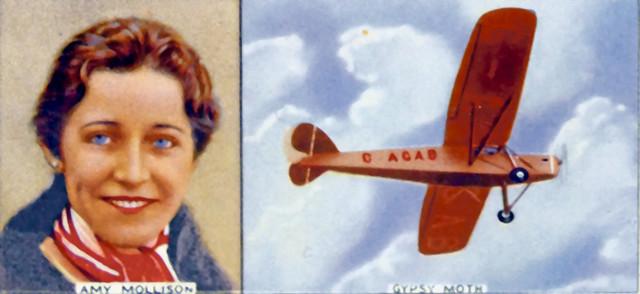 Ejmi je potpuno sama u avionu letela od Engleske do Australije. Taj put doneo joj je svetsku slavu pošto je bila jedna od prvih žena pilota i pionira avijacije