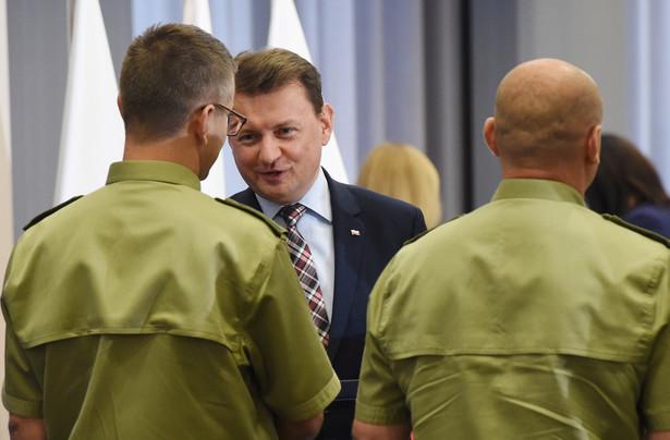 Minister spraw wewnętrznych Mariusz Błaszczak wyróżnił 24 bm. w Warszawie funkcjonariuszy Straży Granicznej, którzy brali udział w operacji rozbicia zorganizowanej grupy przestępczej zajmującej się przemytem narkotyków