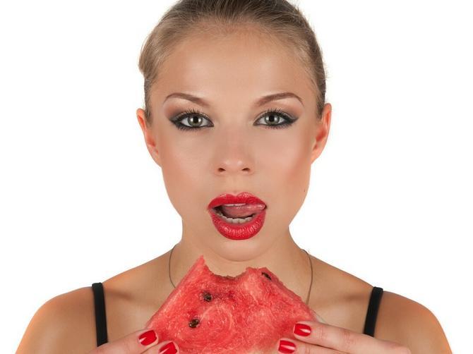 Lubenicu NIKAKO ne treba da jedete uveče: Postoje DVA odlična razloga za to