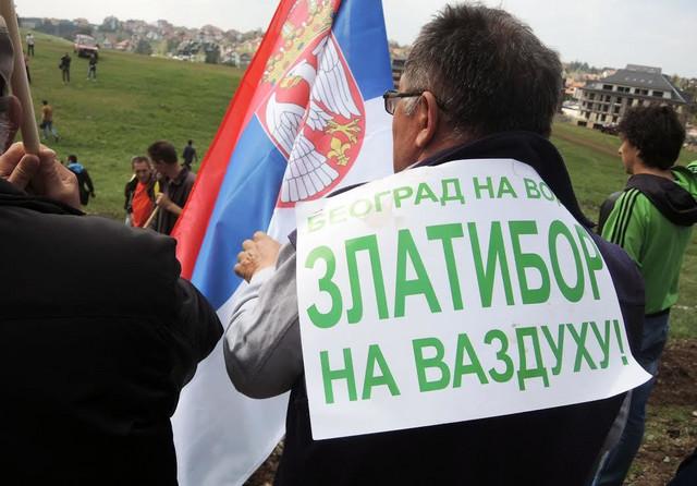 Zlatiborci poručili: Ne vraćamo se kući dok nam ne daju građevinsku dozvolu