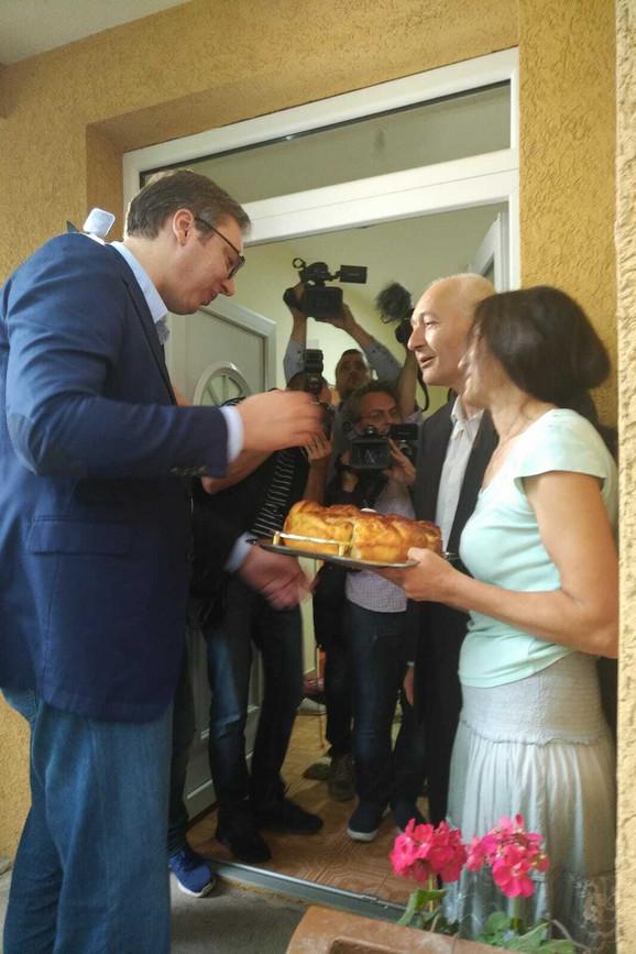 Vučić u poseti porodici Krstić u Kragujevcu