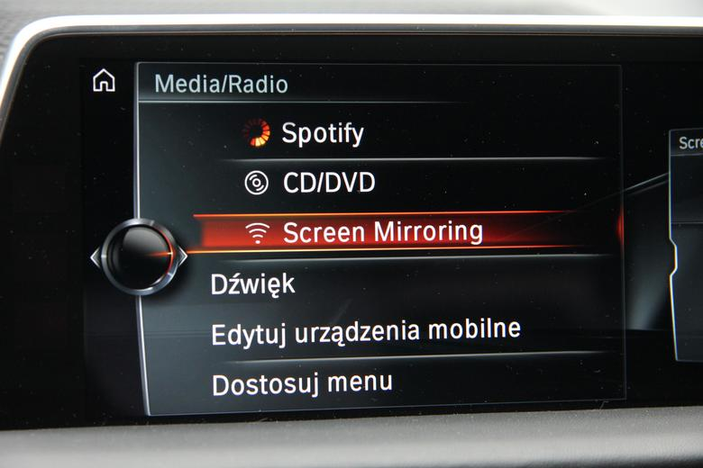 Screen Mirroring znajdziemy w zakładce Media/Radio w BMW