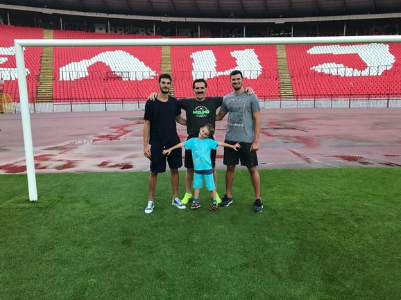 Petar Nenadić je na naš najveći stadion došao sa bratom Draškom, ocem Veliborom i sinom Aleksom