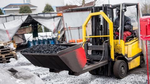 Sprzedawcy węgla opałowego przekonują, że w tym sezonie zapotrzebowanie na surowiec jest znacznie większe.
