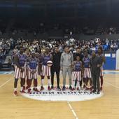CRNO-BELI SA HARLEMOVCIMA Legendarni Globtrotersi posetili Beograd, a dočekali ih košarkaši Partizana /VIDEO/