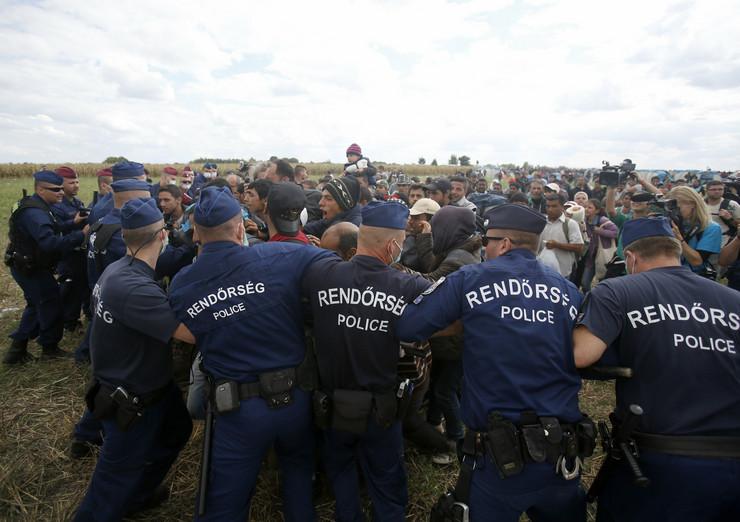 665514_madjarska-migranti-policija-04-foto-ap-d-vojinovic