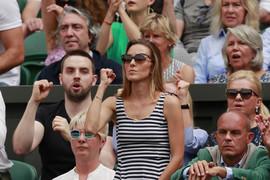 Jelena Đoković u ELEGANTNOM IZDANJU došla na finale Vimbldona, a ovako izgleda supruga Noletovog rivala koja sedi preko puta nje