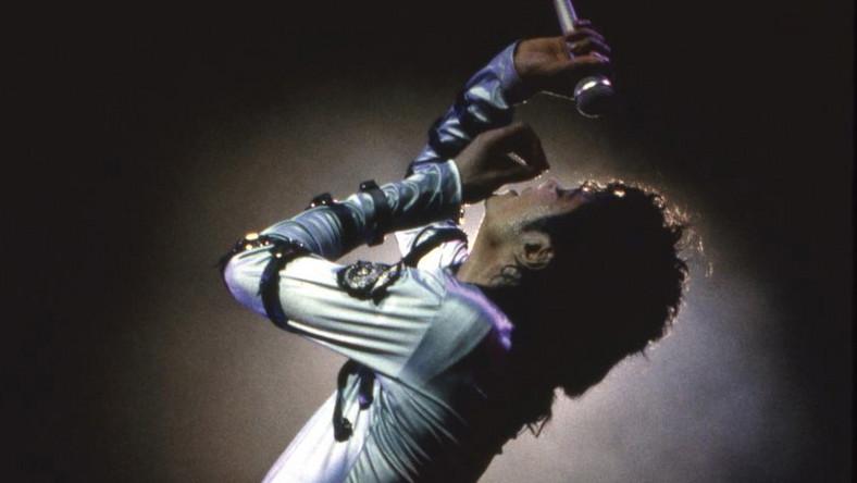 Tysiące róż koło grobu złożyli fani w trzecią rocznicę śmierci Michaela Jacksona