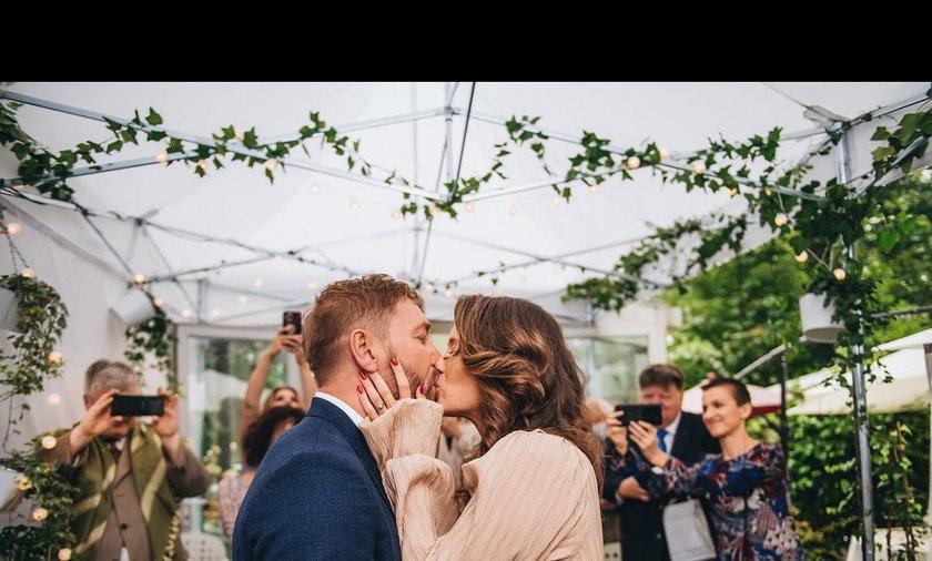 Hanna Konarowska wyszła za mąż za Łukasza Nowińskiego. Aktorka wyznała też, że spodziewa się trzeciego dziecka!