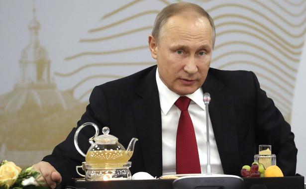 Przyznał, że sankcje odbiły się na gospodarce Rosji, ale - jak zapewnił - nie w zasadniczym stopniu