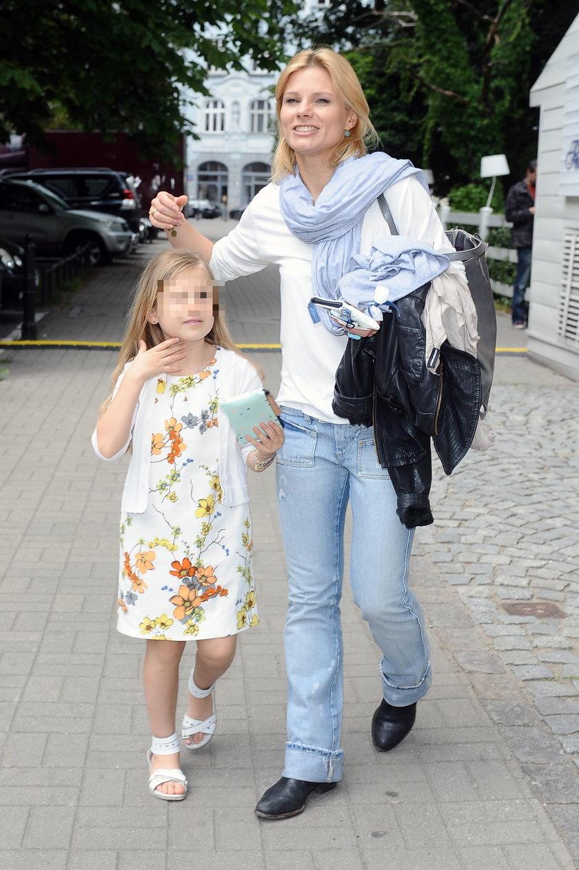Anna Głogowska z córką Julką na spacerze