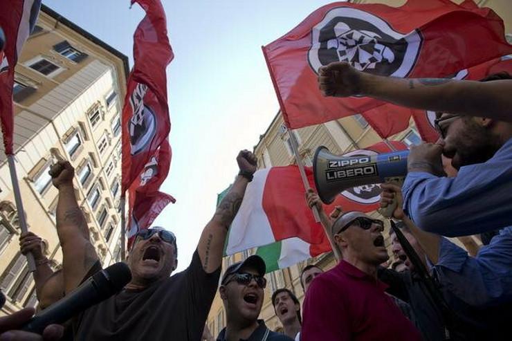 Protest ultradesničara ispred parlamenta