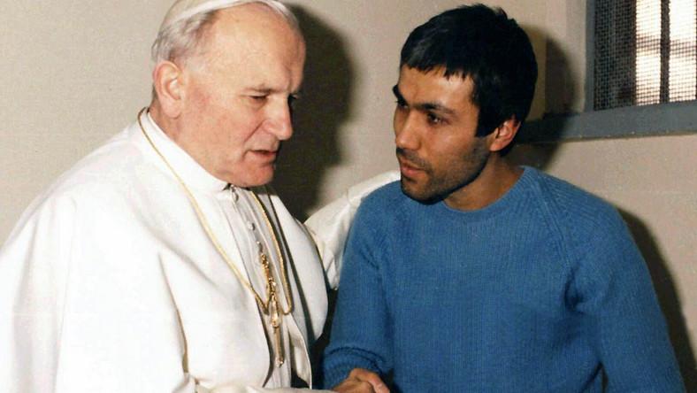 Jan Paweł II i jego niedoszły zabójca, Mehmet Ali Agca