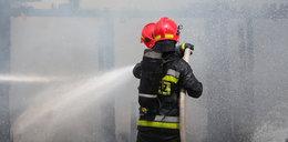 Staruszek rozpalił w mieszkaniu ognisko. Mogło dojść do tragedii!