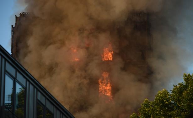 Londyn pożar apartamentowca. Jak podają agencje, akcja gaśnicza wciąż trwa.