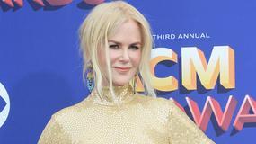 Bladziutka Nicole Kidman w jasnej sukni i z nieruchomą twarzą na gali. Nie wygląda dobrze...