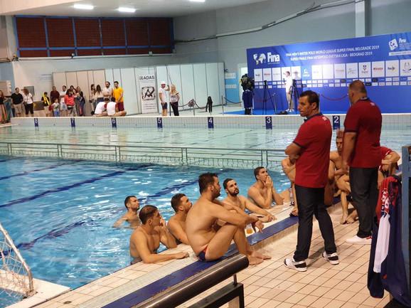 Vaterpolo reprezentacija Srbije u zatvorenom bazenu čeka nastavak meča sa Australijom